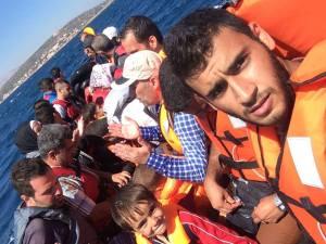 """H πρώτη μέρα μιας νέας ζωής"". Η φράση που μου είπε χτες στη Χίο ο νεαρός Σύρος πρόσφυγας που γνώρισα, φοιτητής Φαρμακευτικής στην Αλέππο της Συρίας. Όταν οι χειρότερες δυσκολίες μέχρι να φτάσει στη Γερμανία, είναι σίγουρα καλύτερες από τον όλεθρο του πολέμου. Όταν, επάνω στη βάρκα του θανάτου, οι ακτές της Χίου και της Ευρώπης, προβάλλουν σαν τη Γη της Επαγγελίας και της Ελευθερίας. Καλή σου τύχη, Osama."